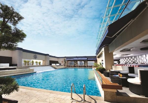 pacific-regency-hotel-suites-swimming-pool